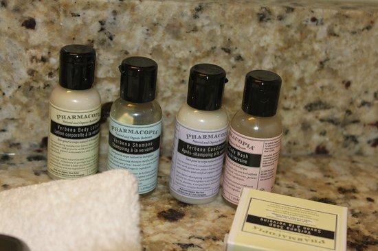 Chelsea Hotel, Toronto: Shampoos and stuff