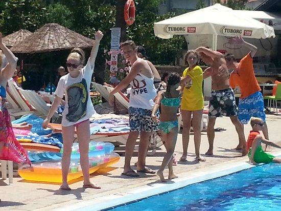 Club Turquoise: poolside dances x