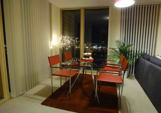 The Hub - City Apartments: Dining Area