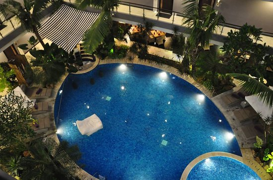 Amaroossa Suite Bali: Main Swimming Pool