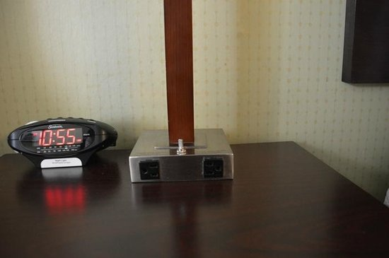 Comfort Inn & Suites East Hartford: Any gadget freak will have no charging problems!