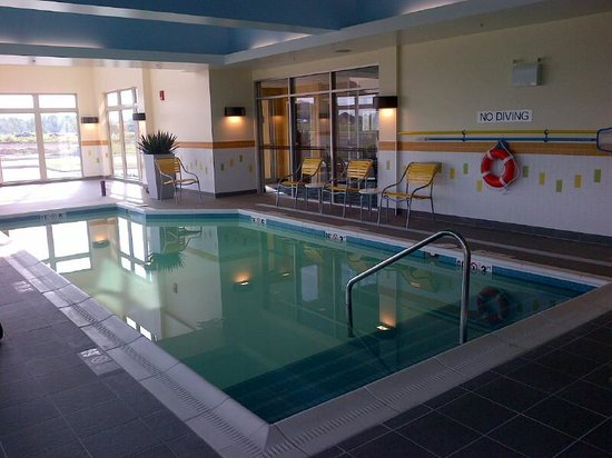 Fairfield Inn & Suites by Marriott Moncton: The pool