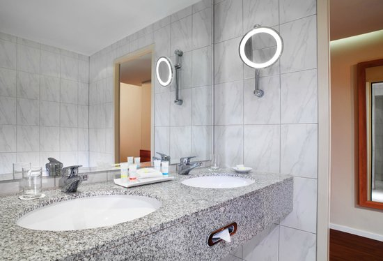 Four Points by Sheraton München Central: Bathroom - Four Points by Sheraton Munich Central