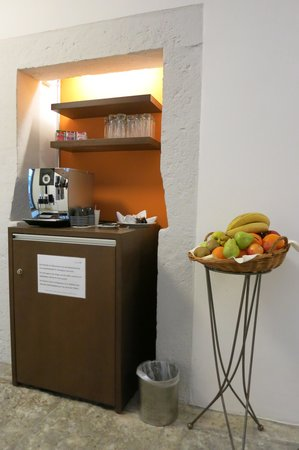 Swiss Quality an der Aare: Hotel An Der Aare: Complimentary Fruit Basket & MiniBar