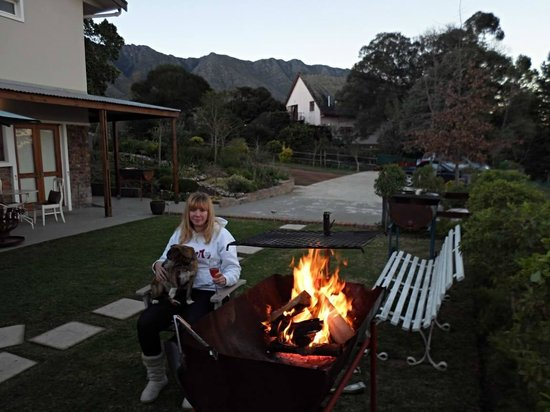 A Hilltop Country Retreat: Evening outside room, chilling with a braai