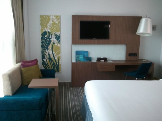 Novotel Saigon Centre Hotel: TV Panel on side of bed