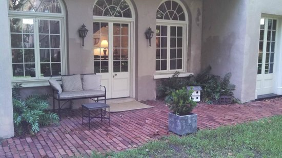 21 East Battery Bed and Breakfast: Carriage House Entry