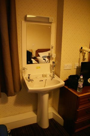 Royal Hotel, Caithness: lavabo in camera !