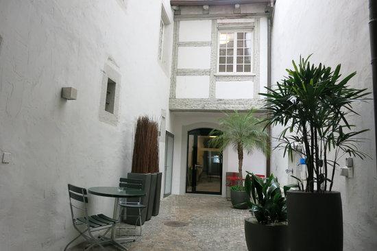 Swiss Quality an der Aare: Hotel An Der Aare: Courtyard