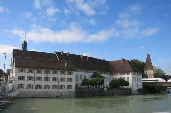 Swiss Quality an der Aare: Hotel An Der Aare: Exterior of Historic Complex