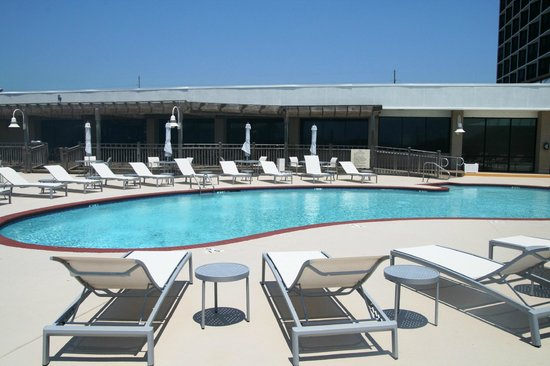 DoubleTree by Hilton Hotel Atlantic Beach Oceanfront: Outdoor Pool