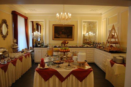 Heliopark Bad Hotel zum Hirsch: Breakfast buffet