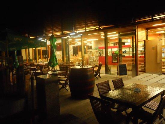 Hotel Celjska Koca : Bar ristorante alla sera