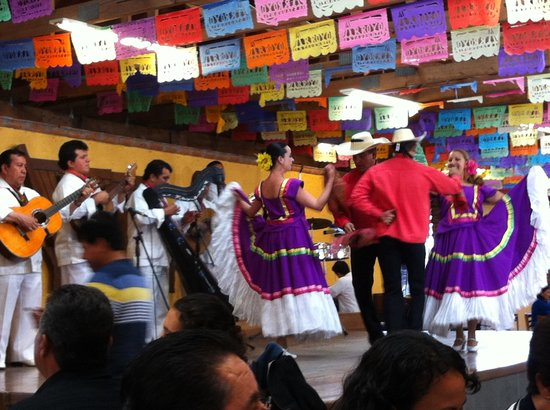 Restaurante Arroyo: Fiesta Mexicana: música, canto y baile