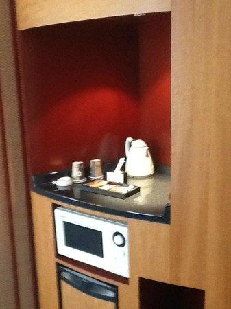 Novotel Suites Paris Nord 18eme: coin cuisine
