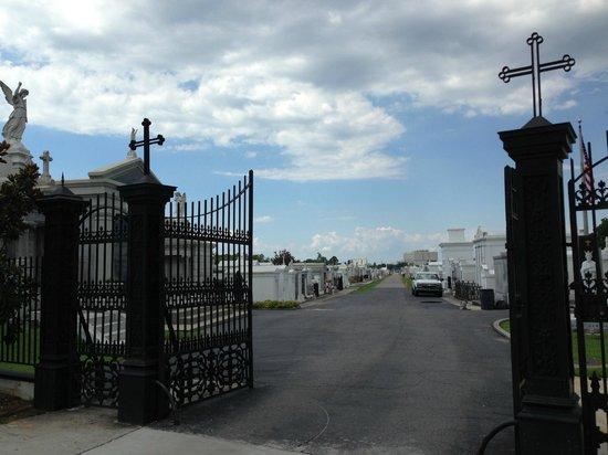 Cajun Pride Tours : Cemetery stop