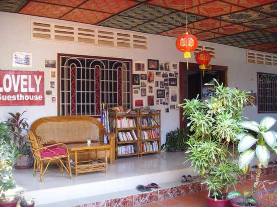 Lovely Guesthouse : Hall d'entrée et accès terrasse
