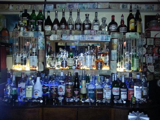 Tro's Pub: Bar