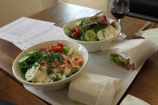 Cosi : Fresh salads and sandwiches