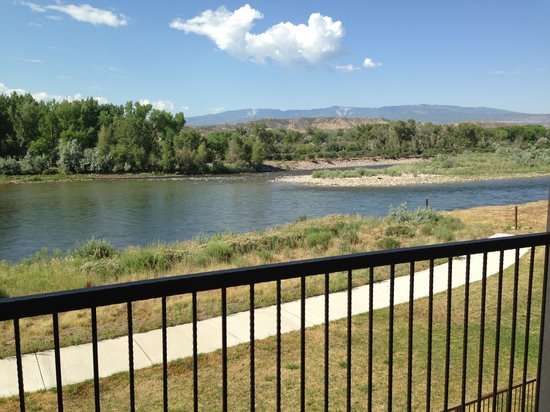 Holiday Inn Express Hotel & Suites Silt - Rifle: The balcony overlooking the Colorado River