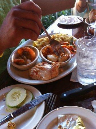 Prawnbroker Restaurant and Fish Market : Broiled Platter