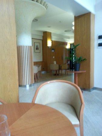 Hotel Bologna Airport: Hall