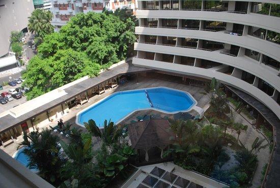 Corus Hotel Kuala Lumpur: View of Pool area