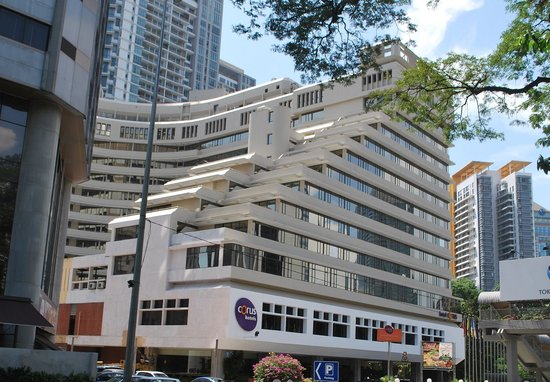 Corus Hotel Kuala Lumpur: Outside of Hotel from main road