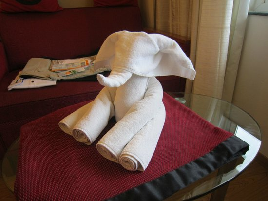 Lemon Tree Hotel, Hinjawadi, Pune : Nice towel art provided by the houskeeping service