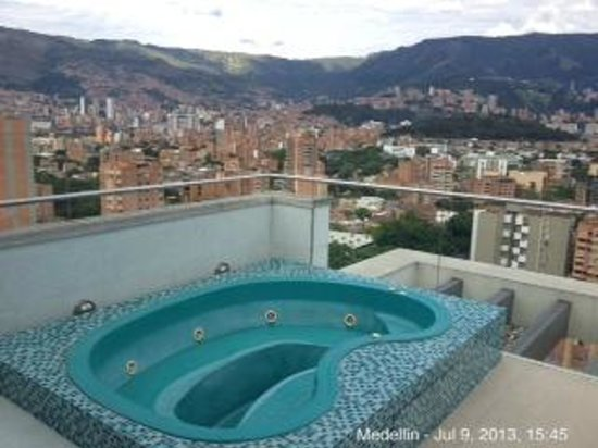 Inntu Hotel Medellin: jacuzzi on the roof