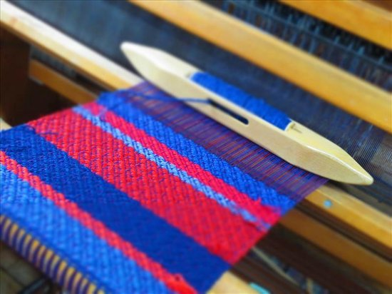 Bellemeade Farm Shoppe: Handweaving - The shoppe sells handwoven scarves, shawls, table runners, and blankets