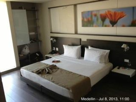 Inntu Hotel Medellín: king size bed
