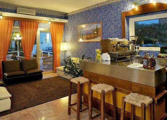 Hotel Mirabella: Bar