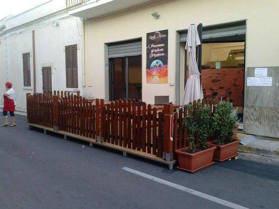 Palmariggi, Italia: anche con pedana esterna e posti a sedere all'aperto