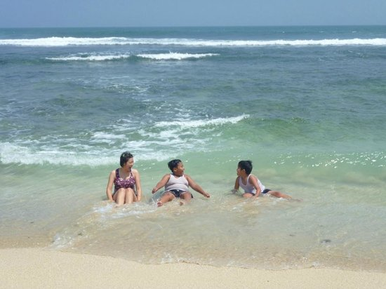 Gunung Kidul, Indonesia: Waiting for the waves to come