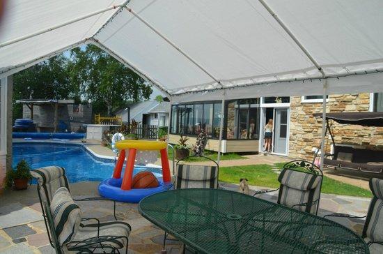 Gite Un Air D'ete : coin piscine fort agréable