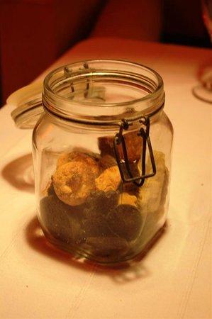 O'Bleu Mogador: cookies after dessert!!