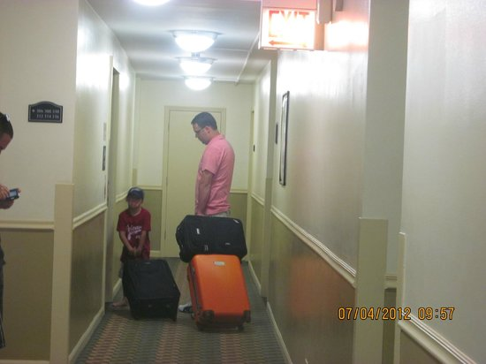 Best Western River North Hotel : Son & Grandson going to their room.