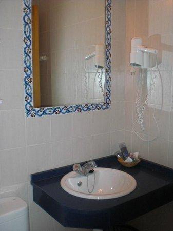 Geminis Hotel: bathroom