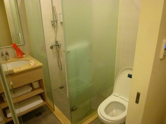 CU Hotel Taipei Branch: 乾濕分離的浴室
