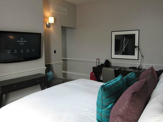 The Ampersand Hotel: room 219
