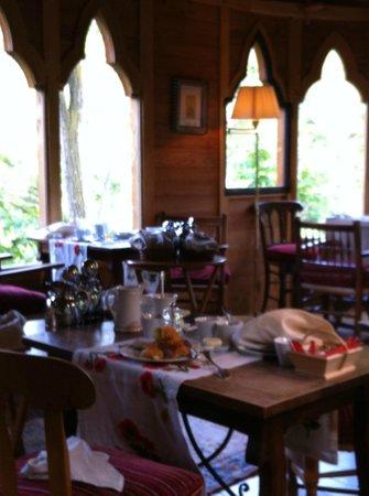 Chateau De Riell: Breakfast Datscha