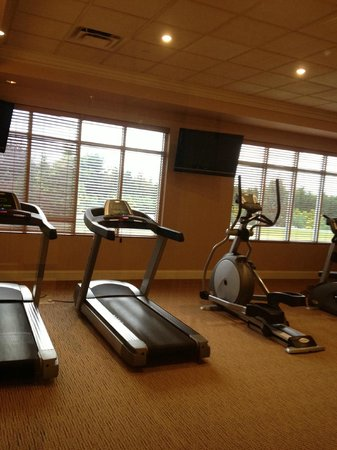 The Inn at Charles Town: Fitness Room.  Sparse attendance.  Too bad cause people need it.
