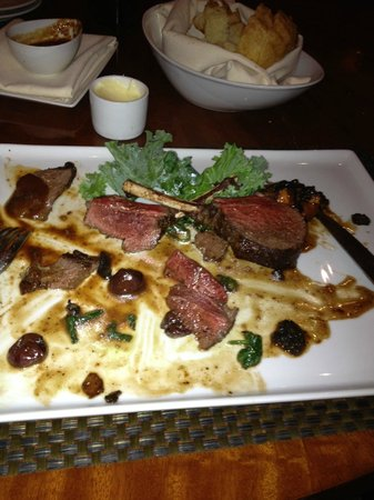 The Inn at Charles Town: The delicious venison I had at Final Cut.