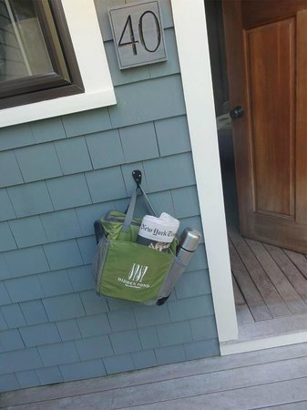 Hidden Pond: Breakfast delivery each morning