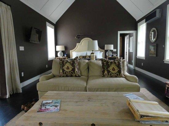 Hidden Pond: Interior of cottage