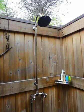 Hidden Pond: Outdoor Shower