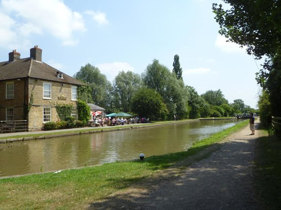 The Canal Museum: Pub on the towpath