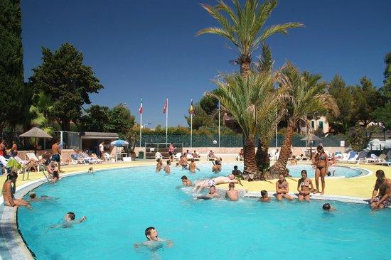 Piscine photo de camping de la baie cavalaire sur mer for Camping cavalaire sur mer avec piscine