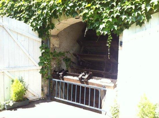 Le Moulin de la Follaine : Roue du moulin toujours active